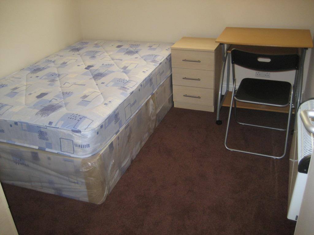 2 bed flat aubrey st (2)